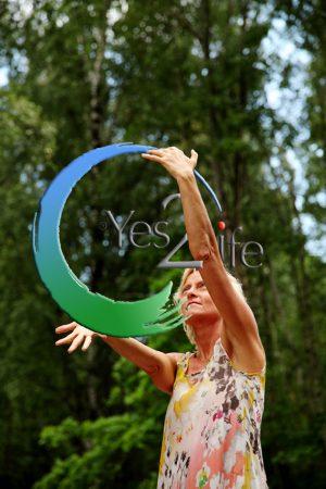 inge_med Y2L logo i skov